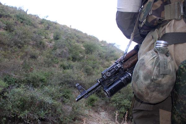 В 5 м от автодороги «Махачкала-Каспийск» обнаружен схрон с оружием